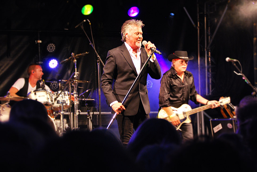 Paul Young live at Hampton Pool